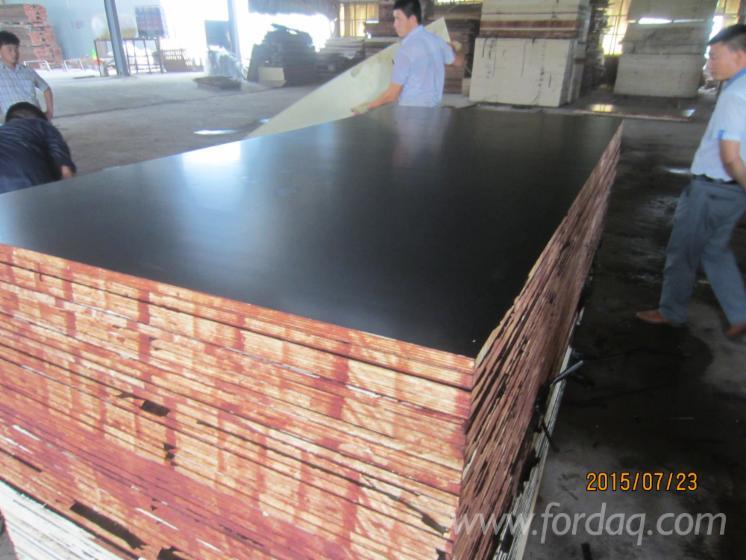 Black-film-faced-marine-plywood--Concrete-formwork-Shuttering-board-