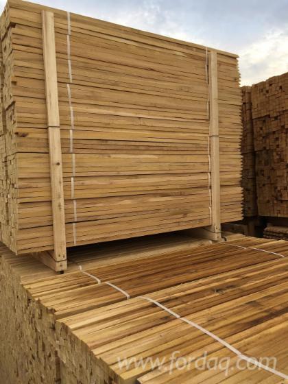 Acacia-Stakes-and-Poles