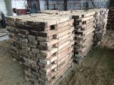 Laubholz  Blockware, Unbesäumtes Holz Zu Verkaufen - Blockware, Walnuß