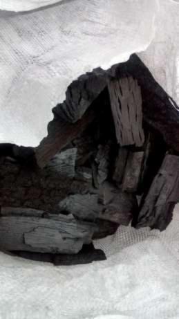 Charcoal-from-hardwood-%28oak