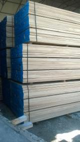 Hardwood  Sawn Timber - Lumber - Planed Timber For Sale - KD Oak Square-Edged Lumbers
