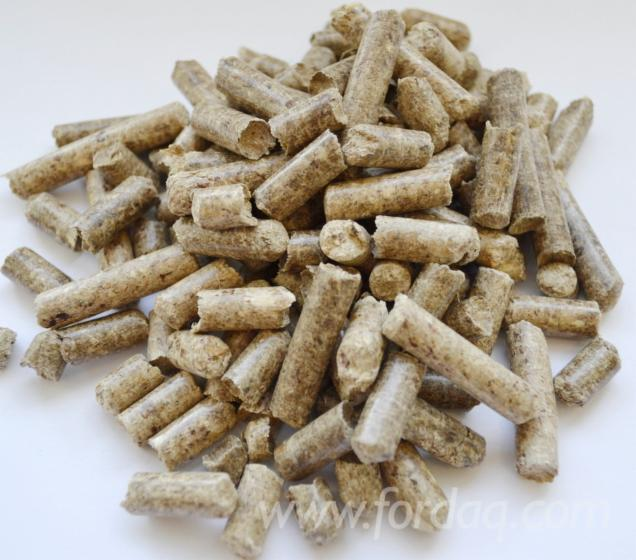 Pine redwood wood pellets dinplus mm