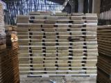 Laubschnittholz, Besäumtes Holz, Hobelware  Zu Verkaufen Tschechische Republik - Bretter, Dielen, Eiche