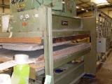 Macchine Lavorazione Legno in Vendita - Vendo Presse Per Controplaccare Superfici Piane Ad Alimentazione Automatica JOOS Usato Francia