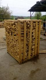 Firewood, Pellets And Residues Kindlings Fire Starter Wood - Smaller pieces of oak firewood in pallets, 25; 33 cm