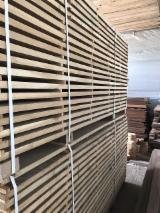 Laubschnittholz, Besäumtes Holz, Hobelware  Zu Verkaufen - Eiche parlell gesäumt