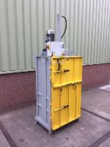 null - KK Balers, Vertical baling press, type Mini Baler