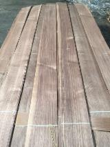 Walnut Veneer, Flat cut - plain, 0.55 mm thick