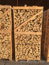 Buy Firewood/Woodlogs Cleaved from Romania - Beech Firewood/Woodlogs Cleaved 8-18; 10-12; 12-14; 14-18 cm