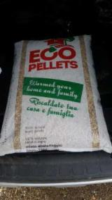 Wholesale Biomass Pellets, Firewood, Smoking Chips And Wood Off Cuts - Fir  Wood Pellets