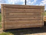 null - Nadelschnittholz (Kiefer, Fichte) sägefrisch, Balken bis 6 m lang, ab 170 Euro m3.