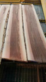 Laubholz  Blockware, Unbesäumtes Holz Deutschland - Satin Walnut (Liquidambar styraciflua) Bohlen KD, Extra Prime