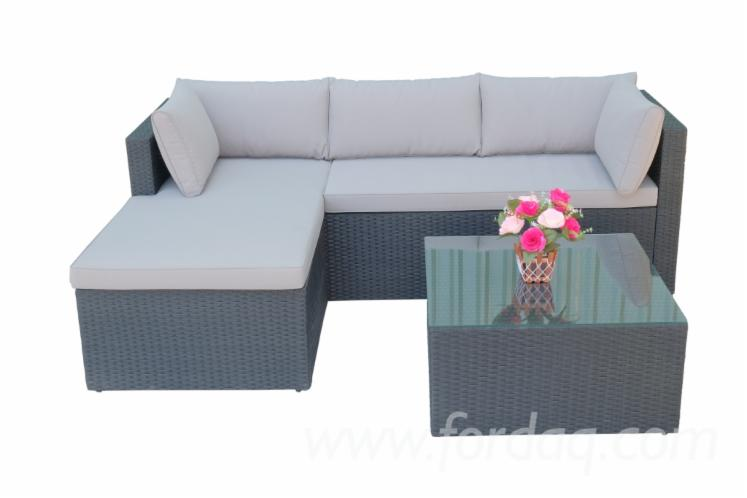 Wicker-Sofa-Garden