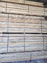 Hardwood Timber - Sawn Timber   Italy - Fordaq Online market - Edged Oak Planks 26 mm