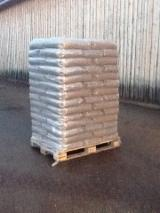 Firewood, Pellets And Residues - Light Pine Pellets