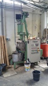 Used 1990 Automatic Glue Mixer And Distributor