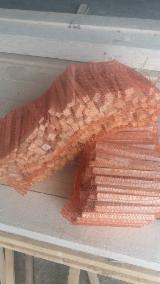 薪炭材-木材剩余物 可燃材(引火材) - 劈好的薪柴-未劈的薪柴 可燃材(引火材) 杉, 云杉-白色木材