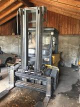 Woodworking Machinery - Used FIAT OM DI50C500 2000 Forklift For Sale Italy
