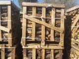 Energie- Und Feuerholz - Eiche Brennholz Gespalten