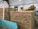 Madera Aserrada en venta - Madera para pallets Pino Silvestre  - Madera Roja En Venta