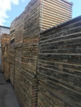 Schnittholz - Besäumtes Holz - Kiefer - Föhre Verpackungsholz - Palettenbretter Litauen Litauen zu Verkaufen