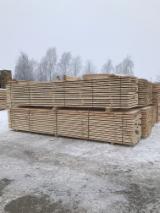 Nadelschnittholz, Besäumtes Holz Zu Verkaufen - 6000 mm Frisch Gesägt Kiefer - Föhre Litauen zu Verkaufen