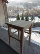 Mobilă de bucătărie - Vand taburete din lemn masiv - 70 lei/bucata