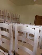 Mobilier De Bucatarie - Vand scaune din lemn masiv cu spatar - 250 lei/bucata
