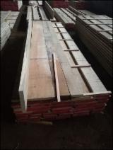Croatia - Fordaq Online market - Fresh Slavonia Oak Planks 33/40/52 mm