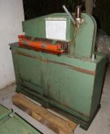 Maşini şi utilaje (noi/second hand), feronerie, produse de tratare a lemnului - Vand Circular Saws For Veneer Packs Tagliabue TT800 Second Hand Italia