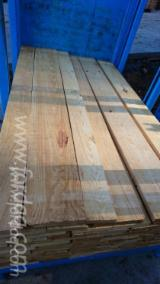 Softwood  Sawn Timber - Lumber For Sale - KD Radiata Pine A1 Timber 32 mm