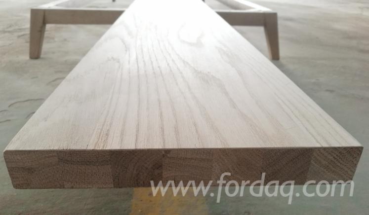 Oak-Veneered-Engineered-Core--Stair-Stringers