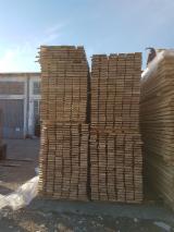 锯材及工程用材 亚洲  - 整边材, 橡木