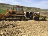 Servicii Comerciale Pentru Industria Lemnului - Inchiriez tractor pe senile dotat cu plug tocator forestier si lama