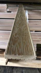 户外板材  - Fordaq 在线 市場 - 西伯利亚落叶松, 高温处理, 防滑地板(2面)