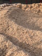薪炭材-木材剩余物 木片(源自林场) - 木片-树皮-下脚料-锯屑-削片 木片(源自林场) 红松, 云杉-白色木材
