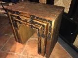 Mobilier Pentru Restaurant, Bar, Cafenea, Spital, Scoala - Mobila lemn vechi, lemn recuperat, masa, blat, cufar, pat, dulap. - 750 lei