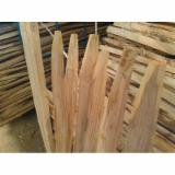 Kaufen Oder Verkaufen  Pfähle, Pfosten Hartholz  - Einzelstaketen aus Kastanie, gespalten und angespitzt verschiedene Längen gesucht.
