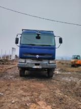 Oprema Za Šumu I Žetvu Kamion Za Prevoz Dužih Stabala - Kamion Za Prevoz Dužih Stabala Renault Polovna 2002 Rumunija