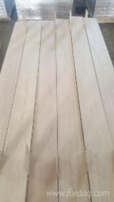 Sliced Veneer - Natural Oak Figured Veneer