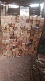 Kaufen Oder Verkaufen  4-seitig Sägegestreiftes Rundholz Hartholz  - 4-seitig Sägegestreiftes Rundholz, Rhodesian Copalwood, African Rosewood