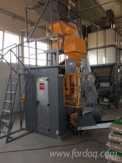 Automatic-bagging-machine-for