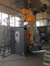 Automatic bagging machine for pellet
