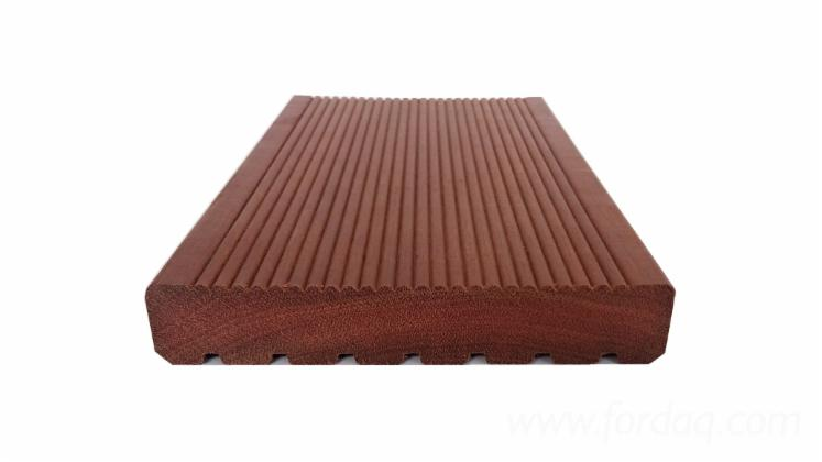 Massaranduba-Solid-Decking-Reeded--Grooves