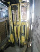 Ukraine - Fordaq Online market - Used Conveyors, Storage And Material Handling Machine
