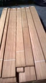 Iroko Dark Veneer, 0.7 mm