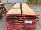 Madera Dura  Troncos Aserrados Y Reconstruidos - Tablones Adosados - Rollizos Aserrados En Venta - Venta Tablones No Canteados (Loseware) Roble Rojo 20-80 mm Eslovenia