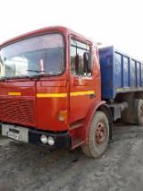 Oprema Za Šumu I Žetvu Kamion Za Prevoz Dužih Stabala - Kamion Za Prevoz Dužih Stabala Roman Polovna Rumunija