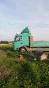 Oprema Za Šumu I Žetvu Kamion Za Prevoz Dužih Stabala - Kamion Za Prevoz Dužih Stabala Mercedes Polovna 2001 Rumunija