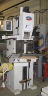 Finden Sie Holzlieferanten auf Fordaq - Baldin srl - Gebraucht CENTAURO CVS50 2005 Stemmmaschinen Zu Verkaufen Italien